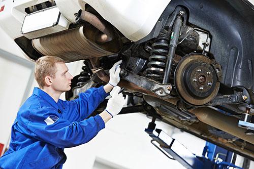 Automechanicker-Fahrzeugbewertung